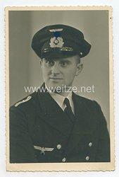 Kriegsmarine Portraitfoto, Oberfähnrich zur See mit Schirmmütze