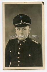 Foto, Angehöriger der Reichsbahn mit Schirmmütze (Creil Frankreich 1941)