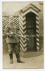 Erster Weltkrieg Fotopostkarte Soldat vor Wachposten