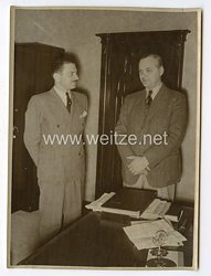 III. Reich Pressefoto. Der südamerikanische Journalist Alexander Kondor in Berlin. 8.4.1940.