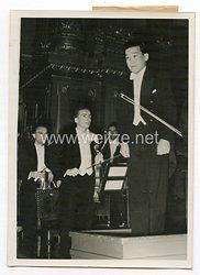 III. Reich Pressefoto. Erfolgreiches Konzert unter Leitung des japanischen Dirigenten Otaka. 10.12.1939.