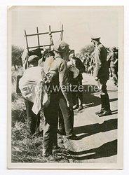 III. Reich Pressefoto. Der Oberbefehlshaber einer Armee bei französischen Flüchtlingen. 9.8.1940.