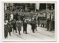 III. Reich Pressefoto. Der japanische Außenminister Matsuoka in Berlin mit herzlicher Freude begrüßt. 27.3.1941.