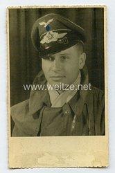 Luftwaffe Portraitfoto, Soldat im Fliegeroverall für Flugzeugbesatzungen / Sommeroverall