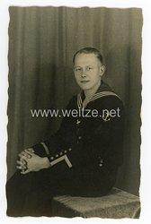 Kriegsmarine Portraitfoto einesBootsmannsmaat  mit Sonderausbildung Geschützführer für Seeziele- und  Flakartillerie  kleiner Fahrzeuge