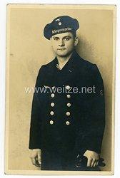 Kriegsmarine Portraitfoto eines Matrosen der Kraftfahrlaufbahn mit Tellermütze