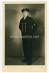 Kriegsmarine Portraitfoto eines Matrosen der Maschinenlaufbahnmit Tellermütze