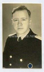 Kriegsmarine Portraitfoto, Oberleutnant zu See mit SA-Sportabzeichen