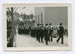 Kriegsmarine Foto, Beerdigung eines Soldaten