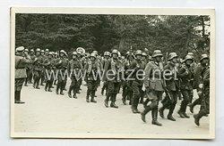 Wehrmacht Heer Foto, Soldaten mit MG 13 Bandolier für Magazine