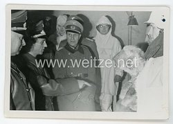 III. Reich Foto, Joseph Goebbels besichtigt die neue Wintertarnkleidung des Heeres