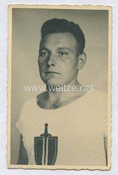 Wehrmacht Heer Portraitfoto, Soldat im Sporthemd