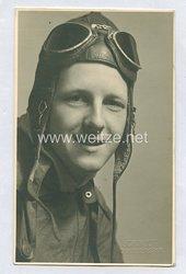 Luftwaffe Portraitfoto, Soldat im Fliegeroverall mit Kopfhaube für Flugzeugbesatzungen / Sommeroverall