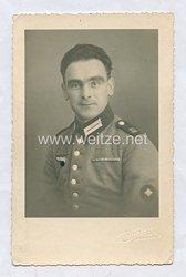 Wehrmacht Heer Portraitfoto, Schütze mit Feldspange