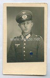 Wehrmacht Heer Portraitfoto, Soldat mit HJ-Leistungsabzeichen und HJ-Schießauszeichnung