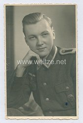 Wehrmacht Heer Portraitfoto, Offiziersanwärter mit Verwundetenabzeichen in Schwarz