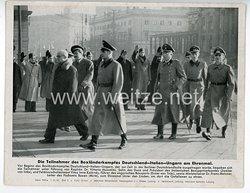 """III. Reich - gedrucktes Pressefoto """" Die Teilnehmer des Boxländerkampfes Deutschland - Italien - Ungarn am Ehrenmal """" 7.12.1942"""