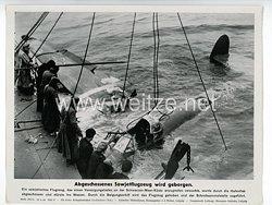 """III. Reich - gedrucktes Pressefoto """" Abgeschossenes Sowjetflugzeug wird geborgen """" 26.4.1944"""