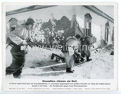 """III. Reich - gedrucktes Pressefoto """" Grenadiere stürmen ein Dorf """" 30.3.1943"""