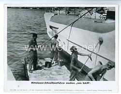 """III. Reich - gedrucktes Pressefoto """" Mittelmeer - Schnellbootfahrer machen rein Schiff """" 22.10.1943"""