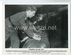 """III. Reich - gedrucktes Pressefoto """" Munition aus der Luft """" 11.7.1944"""