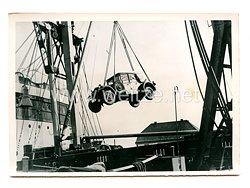 Kriegsmarine Pressefoto, Fahrzeuge werden in einen Dampfer verladen 31.10.1939