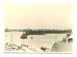 Kriegsmarine Foto, Kriegsschiff läuft aus