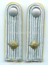 Wehrmacht Heer Paar Schulterstücke für einen Oberleutnant der Nachrichten