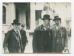 3. Reich Pressefoto: Ministerpräsident Chamberlain nach der ersten Besprechung im Führerbau 29.9.1938