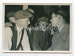 3. Reich Pressefoto: Ausländische Pressevertreter überzeugen sich von dem tschechischen Terror 17.9.1938