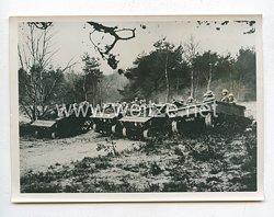 3. Reich Pressefoto: Zur englischen Aufrüstung. Vorführung einer Tankbatterie der Artillerie mit schweren M.G.´s 23.2.1939
