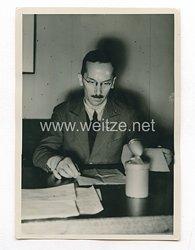 3. Reich Pressefoto: Rundfunksprecher Dr. Rolf Bathe