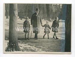 3. Reich Pressefoto: Hindenburg und Enkelkinder