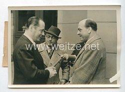 3. Reich Pressefoto: Paul Hartmann als Präsident der Reichstheaterkammer in sein neues Amt eingewiesen. 23.4.1942