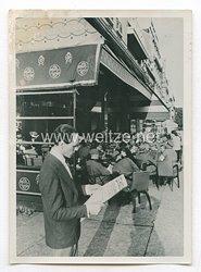 3. Reich Pressefoto: Deutsche Soldaten unter den Besuchern eines Cafes auf der Champs Elysees 25.6.1940