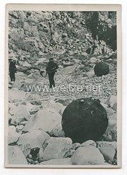 Kriegsmarine Pressefoto: Seeminen wurden an Land gespült der Eismeerküste