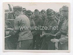 Wehrmacht Pressefoto: Finnische und Deutsche Soldaten