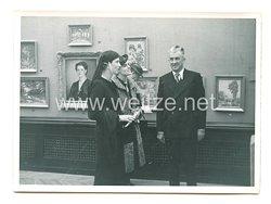 3. Reich Pressefoto: Prinzessin Olga auf einer Künstlerischen Ausstellung in Belgrad