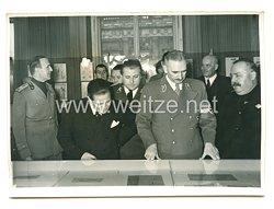 3. Reich Pressefoto: Italienische Buchausstellungin Berlin feierlich eröffnet