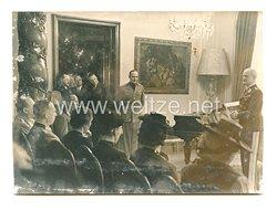 3. Reich Pressefoto: verwundete zu Gast beim Botschafter Italiens