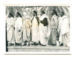 3. Reich Pressefoto: Libysche Scheiche betrachten den Aufbau des Triumphbogen zum bevorstehenden Königsbesuch in Tripolis 20.5.1938