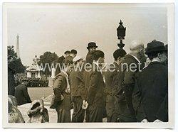 Wehrmacht Pressefoto: Pariser schauen die Parade am Place de la Concorde zu (Frankreich)