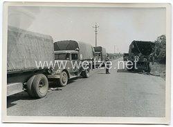 Wehrmacht Pressefoto: LKWs auf der Rollbahn (Frankreich)