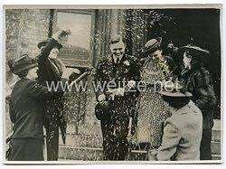 3. Reich Pressefoto: Australische Sopranisten Molly de Gunst heiratet Maschinenbauer in der Londoner St.Barnabas Kirche