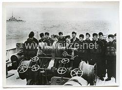 Kriegsmarine Pressefoto: Beide Kriegswachen an Deck im englischen Kanal