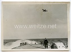 Kriegsmarine Pressefoto: das Bordflugzeug kehrt zurück 11.5.1941