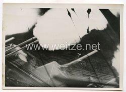 Kriegsmarine Pressefoto: Nachtschiessen scheren Flak an Bord eine Schlat-Schiffes