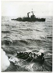 Kriegsmarine Pressefoto: Ostsee, ein deutsches Minenlager schickt einen Lotsen zu einem amerikanischen Dampfer