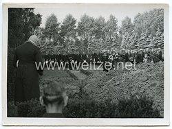 Kriegsmarine Pressefoto: So ehrt die deutsche Kriegsmarine gefallene Engländer (Ehrenfriedhof in Wilhelmshafen)
