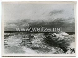 Kriegsmarine Pressefoto: Minensuchboot sichert Frachter 12.12.1940
